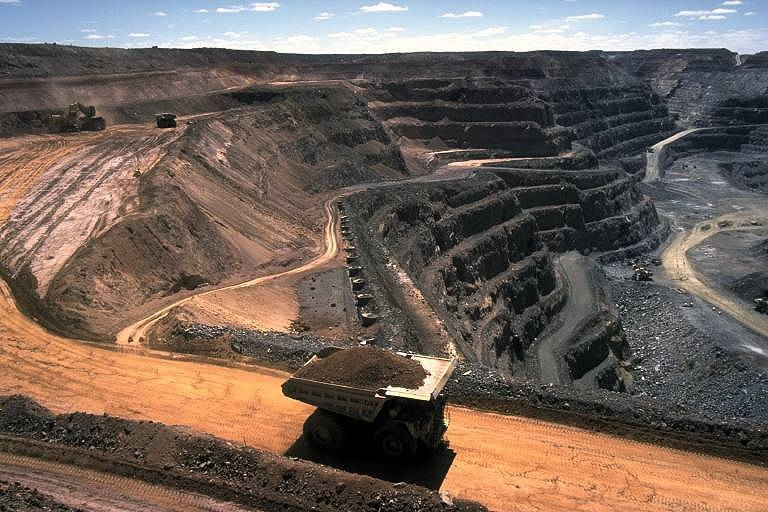Figure 8. Strip coal mining operation in the United States. The mining of coal releases significant quantities of methane to the atmosphere. (Image Source: Wikimedia Commons, Photographer Stephen Codrington. This image is licensed under the Creative Commons Attribution 2.5 Generic license).